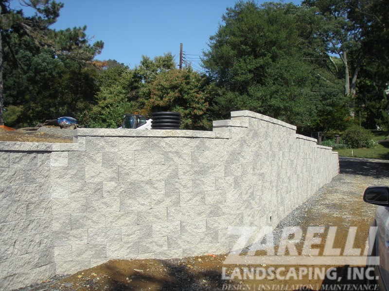 wall retaining brick